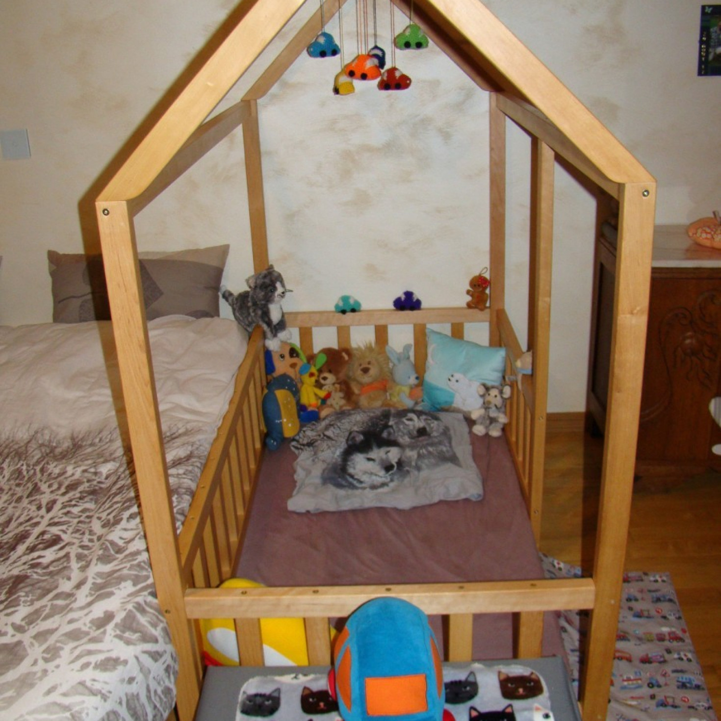 A crib-sized floor bed for babies