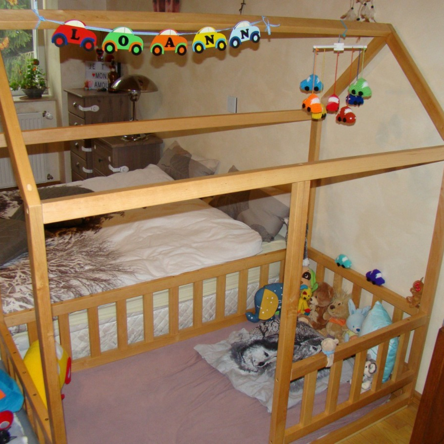 A floor house bed with toys